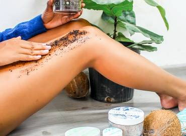 Cedros Bay Coffee Coconut Body Scrub: Paris & Roxy Review
