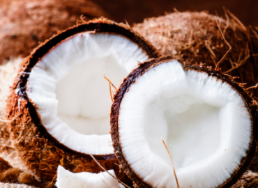 8 Benefits of Coconut Oil and Hormonal Balance